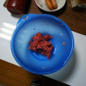 低糖質チーズバーガー ひき肉をよくこねる