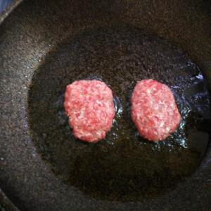 低糖質チーズバーガー 焼く