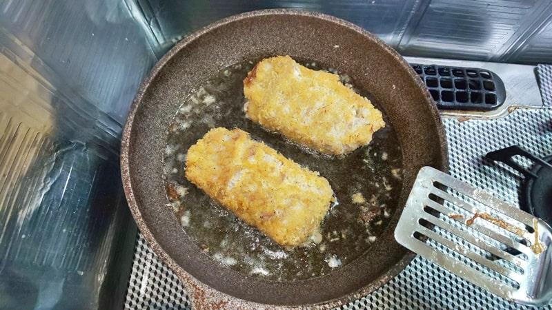 低糖質チーズインカツレシピ工程 焼き色をつける