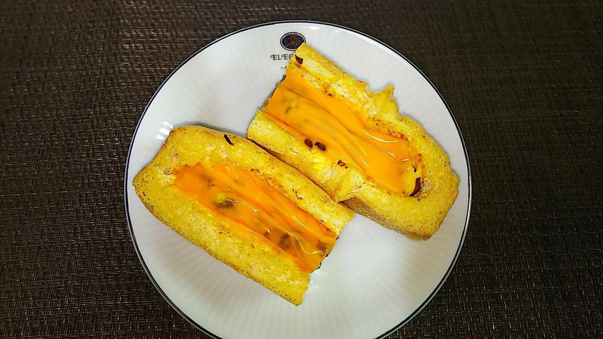 栃尾の油揚げカレーチーズドッグ