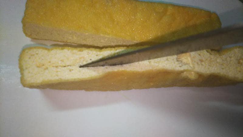 栃尾の油揚げカレーチーズドックレシピ 切り込みを入れる