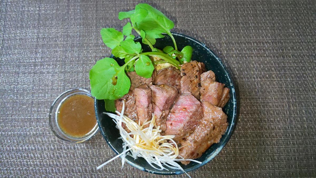 炒り豆腐のステーキ丼