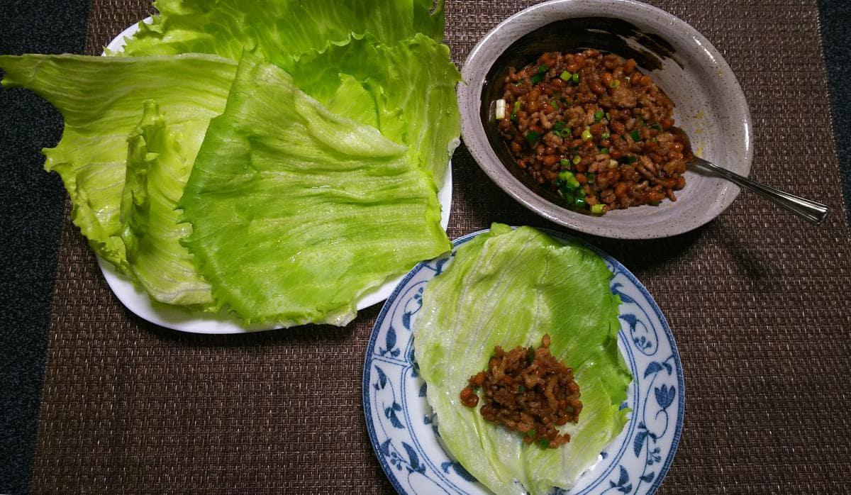 ピリ辛納豆と挽き肉レタス包み