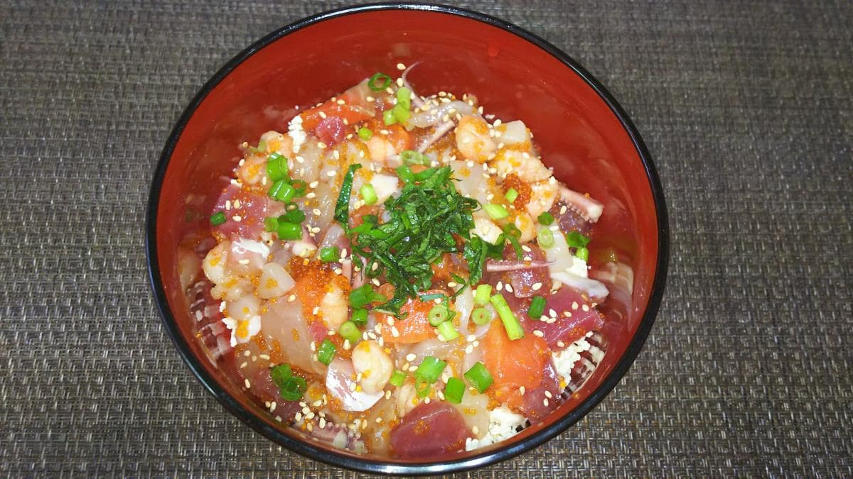 炒り豆腐海鮮ちらし丼